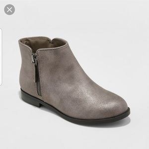 Girls pewter ankle Booties